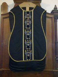 http://www.newliturgicalmovement.org/2010/09/other-modern-art-deco-chasuble-from.html