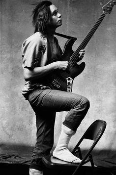 American jazz bassist Jaco Pastorius photographed in Los Angeles, CA, US, 1986 Jaco Pastorius, Jazz Artists, Jazz Musicians, Music Film, Music Icon, Weather Report Band, Rock N Roll, Acid Jazz, Cool Jazz