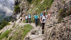 Auf Bergwegen um den Gosaukamm - Steile Wände garniert mit scheinbar unbezwingbaren Felszacken sind über weite Teile das bestimmende Bild des Gosaukamms. Rund um diese Welt der Kletterer führen Wege und Steige, die nicht weniger beeindrucken. Zur Bergtour: http://www.nachrichten.at/freizeit/freizeit_tipps/tourentipps/Auf-Bergwegen-um-den-Gosaukamm;art268,1158155 (Bild: Peham)