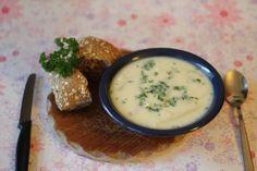 Mamas Spargelcreme Suppe von Irene http://www.pinterest.com/ikrawiec/ Zutaten: Spargel, Sahne, Butter, Mehl, Pfeffer, Salz, eine Prise Zucker, Petersilie #gutelaunevitamix