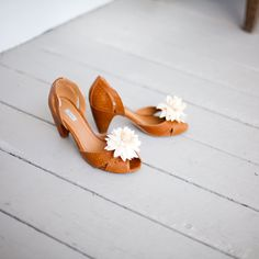 Dahlia clips give old shoes new life y'all!