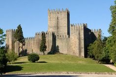 Plan your travel to Portugal. Indulge yourself in Portugal, your holidays' destination. Historical Monuments, Historical Sites, History Of Portugal, Places In Portugal, City Architecture, Pilgrimage, World Heritage Sites, Places To See, Travel