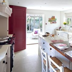 Looking for open-plan kitchen decorating ideas? Take a look at this traditional open-plan kitchen from 25 Beautiful Home for inspiration. For more kitchen ideas, such as how to decorate with red paint, visit our kitchen galleries Kitchen Larder, Larder Cupboard, Kitchen Dining, Kitchen Cabinets, Modern Retro Kitchen, Classic Kitchen, 25 Beautiful Homes, Open Plan Kitchen, Kitchen Ideas