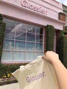 Glossier on Melrose Place in LA. Beauty Care, Beauty Skin, Beauty Makeup, Beauty Hacks, Makeup Inspo, Glossy Makeup, Skin Makeup, Blush Makeup, Aesthetic Makeup