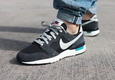 best service 13502 bf1c9 Nike Archive 83 Anthracite post image Grey Sneakers, Classic Sneakers,  Sneakers Nike, Adidas