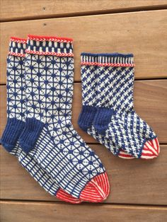 Fatter and son – Knitting Socks Knitting Patterns Free, Free Knitting, Baby Knitting, Knit Mittens, Knitting Socks, Fabric Yarn, Fair Isle Knitting, Baby Socks, Cool Socks