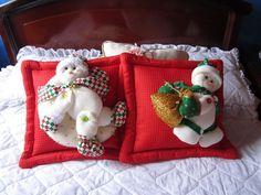 cojín nieves Christmas Humor, Christmas Crafts, Ideas Para, Snowman, Pillow Covers, Merry, Teddy Bear, Pillows, Christmas Decor