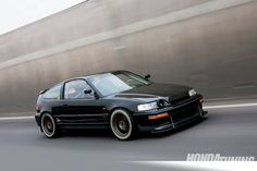 Check out Felipe Gate Moran of Chile's 1991 Honda CRX Si. Powered by a high-compression B-series powerplant this CRX knows how to hang with the big boys. Honda Civic Hatchback, Honda Crx, Tuner Cars, Jdm Cars, Corsa Wind, Honda Prelude, Street Racing Cars, Import Cars, Mustang Cars