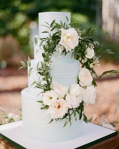 Wedding cakes worthy of our Crooked Willow Farms brides! #weddingplanning #Weddingcake #cake #nomnomnom #baking