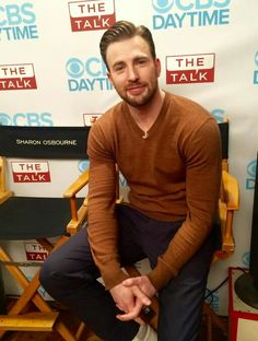 Neww pic!!!! Chris on The Talk.. Damn! So handsome