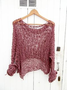 Very feminine sweater by wardrobewrecks on Etsy, € Beginner Knitting Patterns, Knitting Designs, Crochet Patterns, Crochet Wool, Easy Crochet, Asymmetrical Sweater, Crochet Clothes, Knitwear, Boho