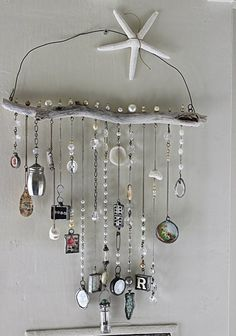 Wind chimes are a simple way to add charm and interest to your outdoor space. The sights and sounds of a wind chime dancing in the breeze can truly take your porch or garden to the next level. Driftwood Crafts, Seashell Crafts, Beach Crafts, Fun Crafts, Diy And Crafts, Arts And Crafts, Carillons Diy, Diy Wind Chimes, Seashell Wind Chimes