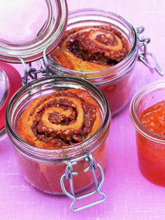 Löffel für Löffel ein Gedicht: Kuchen im Glas sind schnell gerührt und lange haltbar. Die süßen Kleinigkeiten sofort vernaschen oder