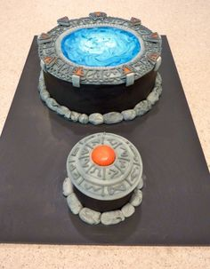 Yep, it's a Stargate cake with corresponding DHD :D