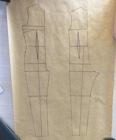 "Cómo hacer el patrón de ""mono"" o ""enterizo"" T Shirt Sewing Pattern, Sewing Shorts, Jumpsuit Pattern, Easy Sewing Patterns, Sewing Clothes, Clothing Patterns, Fashion Illustration Tutorial, Patch Work Blouse Designs, Sewing Collars"