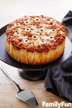 Spooky Fun Halloween Foods for Kids. Try this spooky pasta pie courtesy of Family Fun. dinner recipes pasta Spooky Fun Halloween Foods for Kids Halloween Desserts, Plat Halloween, Comida De Halloween Ideas, Postres Halloween, Hallowen Food, Halloween Eyeballs, Halloween Food For Party, Spooky Halloween, Halloween Treats