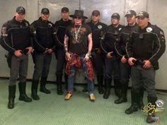 PMs que escoltaram Axl Rose tietam cantor após shows do Guns em SP http://glo.bo/2fCIvVT  #G1