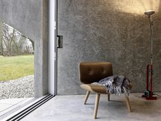 gus wüstemann architects' low-cost concrete housing block in zurich surburb Concrete Bench, Concrete Floors, Coworking Space, Zaha Hadid, Open Space Living, Living Spaces, Low Cost Housing, Living Room Bench, Social Housing