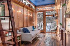 Une tiny house en bois et en couleurs pour s'isoler et écrire - PLANETE DECO a homes world