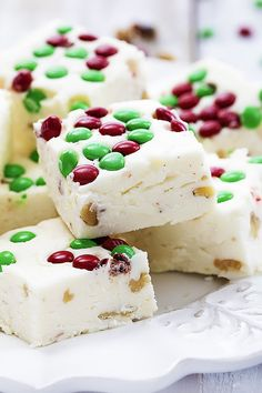Easy to make, insanely creamy and rich, and incredibly festive Christmas Fudge! | Creme de la Crumb