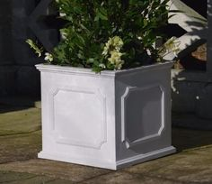 This mid-sized Heritage Planter is a contemporary container that references traditional design. Adding interest to any location, it can transform the appearance of a plain patio or any outdoor space where planting is difficult.