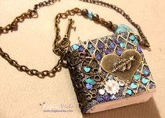 Tiny Book: collana Blue Heart  #fantasy #tinybook #libro #tiny #fairy #fata #enchanted #magic #necklace #jewelry #fairy #heart #cuore #love #amore #blue #christmas #natale #idearegalo #gift #regalo #fogliaviola