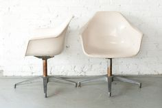 Our iconic neutral mid-century Wonder Chairs look great in so many situations- dining chairs, lounge chairs, lobby chairs... the options are limitless!