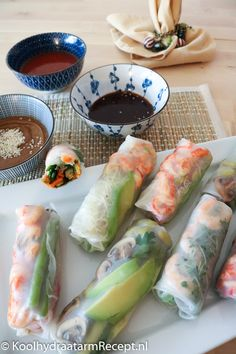 Springrolls, oosterse doorkijkhapjes | KoolhydraatarmRecept.nl I Love Food, Good Food, Yummy Food, Asian Recipes, Healthy Recipes, Ethnic Recipes, Healthy Food, Sushi, Authentic Chinese Recipes