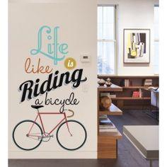 Le top de la déco pour les fan de #vélo et de #pignon fixe, ce #sticker mural grand format de #Kerstee transformera votre #intérieur grâce à ses couleurs vives et à la #typographie moderne de la citation.