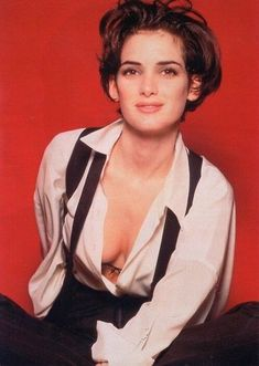 Winona Ryder is absolutely gorgeous🌹 Sarah Jessica, Jessica Parker, Winona Ryder 90s, Winona Ryder Style, Hally Berry, Beautiful Celebrities, Beautiful Women, Winona Forever, Girl Interrupted
