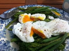 Poached eggs on mixed green veg