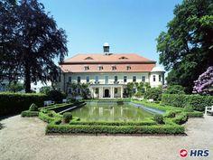 Romantische Tage in #Neukirchen. Das 4-Sterne #Hotel Schloss Schweinsburg bietet euch für nur 34€ zu zweit einen königlichen Aufenthalt. Der romantische Barockgarten mit der historischen Wasserburg lädt zu schönen Spaziergängen ein. Aber auch der Wellnessbereich lockt mit Sauna und Whirlpool.