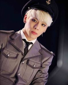 «#vyrl update with Jongbae LOVE THIS AREA! EVERYBODY WAKE UP #jonghyun #shinee»