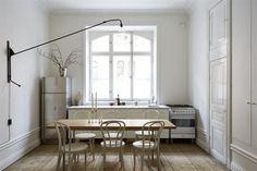 Fantastic Frank är en mäklarfirma som brinner för fantastiskt fotografi, fantastisk service och fantastiska affärer.