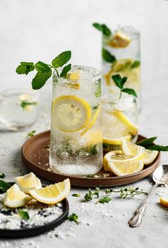 Summer Cocktails, Cocktail Drinks, Cocktail Recipes, Lime Drinks, Lemon Mojito Recipe, Rum, Chocolate Loaf Cake, Afternoon Snacks, Refreshing Drinks