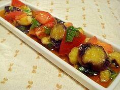 楽天が運営する楽天レシピ。ユーザーさんが投稿した「レンジで簡単♪ナスとトマトのさっぱりマリネ」のレシピページです。つるんとさっぱり味で頂く、大葉と生姜の香るナスとトマトのマリネでございます。冬場は温かいまま、夏場は冷蔵庫で冷やしてどうぞ!。レンジで簡単♪ナスとトマトのさっぱりマリネ。ナス(2cm輪切り),オリーブオイル,★トマト(1cm角切り),★みじん切大葉又は生バジル、乾燥バジル等,★醤油、酢,★砂糖、すりおろし生姜(チューブ可)