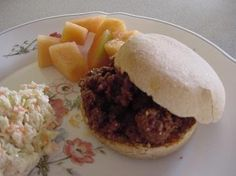 Yummy and EASY Homemade Sloppy Joes. Variation: Put in a casserole dish, spoon cornbread muffin mix on top. bake at 400 degrees for 20 min Best Sloppy Joe Recipe, Homemade Sloppy Joe Recipe, Homemade Sloppy Joes, Sloppy Joes Recipe, Beef Recipes, Whole Food Recipes, Recipies, Homemade Rolls, Cooking For A Crowd