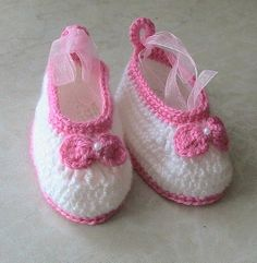 Crochet baby shoes, white pink flowered baby shoes, baby sandals 3 to 6 months, crochet baby shoes, baby socks, knitted slippers