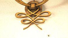 Le noeud : signature du grand Jacques Leleu, créateur de mobilier et luminaire des années 1940