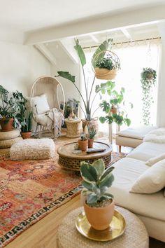 Boho Living Room, Cozy Living Rooms, Living Room Interior, Bohemian Living, Living Room With Plants, Bohemian Beach, Modern Bohemian, Rustic Modern, Apartment Living
