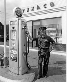 Vintage Texaco Service Station with service attendant . Old Gas Pumps, Vintage Gas Pumps, Drive In, Pin Up Girls, Retro, Pompe A Essence, Nostalgia, Gas Service, Old Garage