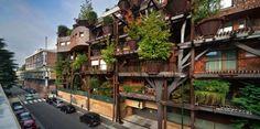 【靠大量樹木來阻絕廢氣、噪音的森林公寓】不管是台灣、香港,高級住宅再怎麼蓋,空氣污染與噪音卻是難以擺脫的問題。  這座被形容為「垂直森林」的五層樓公寓座落於義大利都靈。公寓本身被 150 棵樹圍繞著,在短短一小時內,這些樹木就能吸收相近二十萬公升的二氧化碳。間隔在住處與外界之間的樹木同時可以阻絕城市噪音。此外,夏天時樹葉能夠遮擋紫外線,而隨著四季的變化,也能達成恆溫的效果。  隔音、過濾空氣、恆溫、遮陽、環保、美觀,誰能想到一座迷你森林如此多功能呢?