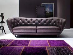 Moderne Chesterfield Ledercouch in Plum