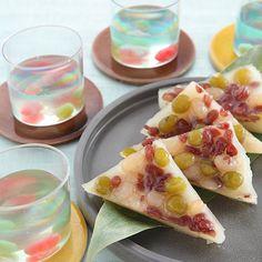 Japanese Sweets, wagashi, 【錦玉と水無月】夏の無病息災を願う水無月は、ういろう生地に小豆をのせて蒸しあげます。金魚が泳ぐ錦玉とともに、暑さをうち払いましょう。