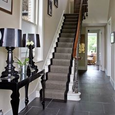 love the console table glossy black console table, black lamps, black Kartell Bourgie lamp, gray and black stair runner and slate tiles floors. Style At Home, Lampe Bourgie, Victorian Hallway, Decoracion Vintage Chic, White Stairs, White Hallway, Entrance Foyer, Small Entrance, Entrance Ideas