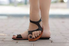 Black Leather Sandals Black Sandals Summer Shoes by BangiShop Low Heel Sandals, Mule Sandals, Black Leather Sandals, Black Sandals, Stylo Shoes, Womens Golf Shoes, Derby Shoes, Summer Shoes, Summer Outfit