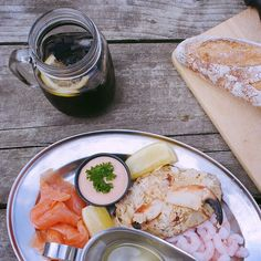 You're spoilt for choice with places to eat, there's everything from hearty pubs offering local ales to quaint seaside bistros. My friend recommended the Sole Bay Fish Co, which is a scenic mile and a half walk up from the pier.