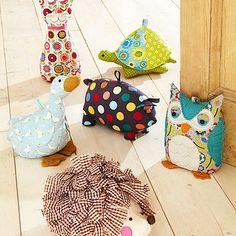 Owl Door Stop goose giraffe pig turtle hedgehog stuffed animal ideas ulster weavers Fabric Crafts, Sewing Crafts, Sewing Projects, Projects To Try, Hobbies And Crafts, Kids Crafts, Diy And Crafts, Doorstop Pattern, Diy Doorstop