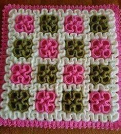 Squiggly/Wiggly Square This crochet pattern / tutorial is available for free. Puff Stitch Crochet, Bag Crochet, Crochet Diy, Crochet Home, Crochet Motif, Crochet For Kids, Crochet Flowers, Crochet Stitches, Crochet Doilies
