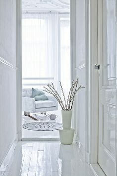 love the white glossy floors -vm